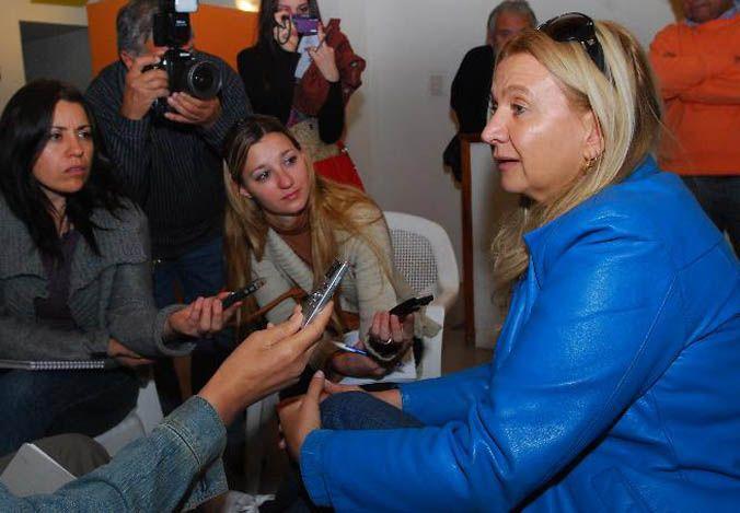 La hermana. Adriana Diez en una pasada conferencia de prensa cuando seguía la odisea de los Tribunales.