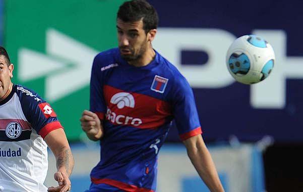 Hoy en Tigre. Echeverría fue uno de los que recibió el llamado de Russo. Al defensor se le termina el contrato a fin de mes.