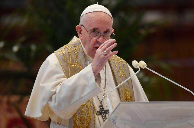En un giro histórico para la Iglesia, Francisco oficializó la presencia de mujeres en los altares