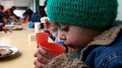 Los niños podrán desayunar y merendar en las escuelas los días en que les toque asistir, y la otra semana recibirán los víveres para hacerlo en sus domicilios.