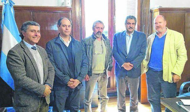 consenso. Directivos de Casem y funcionarios nacionales tras el encuentro.