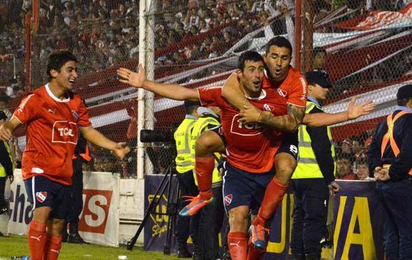 Tanto Independiente como Huracán son clubes que históricamente se desempeñaron en la categoría de elite del fútbol argentino.