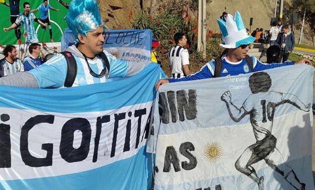 Además del calor y color que le ponen los hinchas argentinos y colombianos