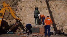 retiraron la ultima estatua de franco que quedaba en pie en espana
