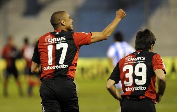 Berti debe definir si conserva el tridente ofensivo en su visita a Colón o decide darle ruedo al francoargentino. El cambio confirmado es la vuelta de Pérez por Orzán.