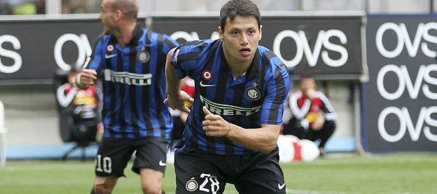 Mauro Zárate marcó uno de los tantos en la victoria de Inter sobre Cesena.