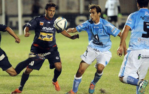 Cumplió. Pablo Cantero volvió a jugar en el charrúa y su labor fue aceptable.  (foto: Alfredo Celoria)