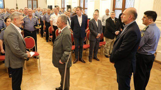 El ministro Saín ordenó el pase a retiro de 30 oficiales superiores, directores y directores generales