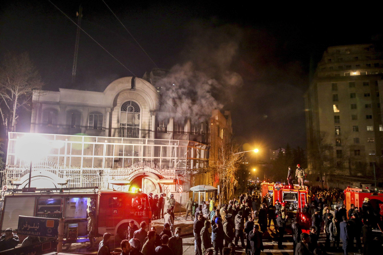 La embajada de Arabia Saudita fue atacada la noche del sábado en Teherán. (Foto: AP)