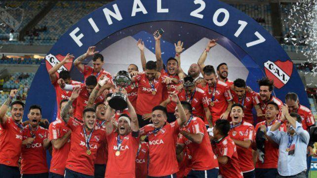 Racing felicitó a Independiente por la copa en el Maracaná
