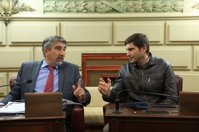 Los legisladores radicales Fabián Bastía y Maximiliano Pullaro.