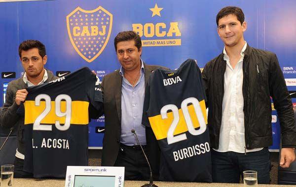 Por dos. Acosta y Burdisso se pusieron la azul y oro.