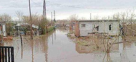 Monte Cristo sin clases y con 300 evacuados tras temporal de lluvia, viento y granizo