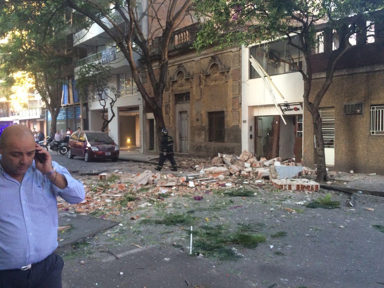 El tío de Mariano ingresaba hoy al edificio de Balcarce 23 bis cuando la onda expansiva del estallido lo sacó volando.