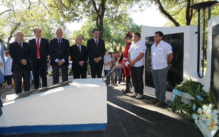 El gobernador Antonio Bonfatti presidió el acto central por el Día de los Veteranos y de los Caídos de la Guerra de las Malvinas.