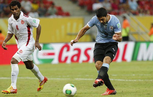 Luis Suárez marcó dos en la goleada uruguaya.
