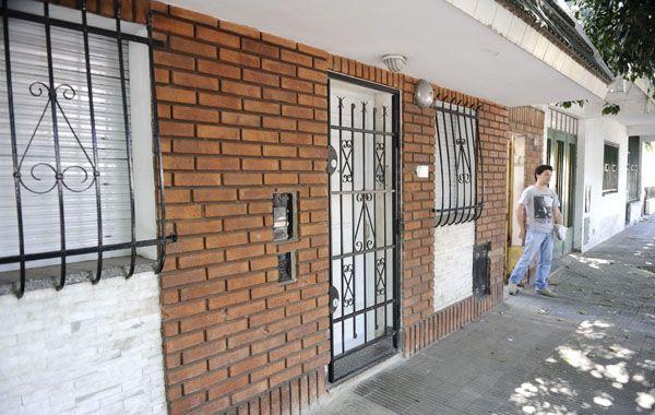 El frente de la casa de Anchorena 87 bis ya había sido blanco de las balas el domingo a la mañana. (Foto: A.Amaya)