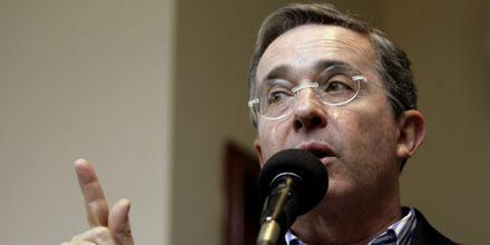 Piden a Uribe que no asista a recital por la paz en Colombia