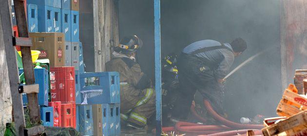 Personal de bomberos trabajó rápidamente para controlar las llamas