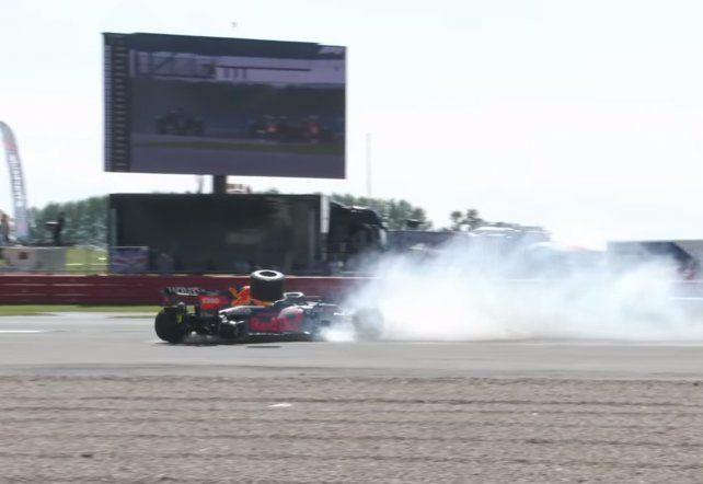 Hamilton volvió al triunfo en casa tras sacar de carrera al líder Verstappen