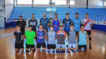 El equipo de Paraná, orientado por Imanol Burgos, continúa con los entrenamientos de cara a lo que será su participación en el segundo nivel del vóley argentino.