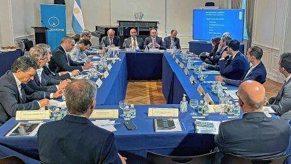 El Gobierno ratificó ante inversores su voluntad de acordar con el FMI
