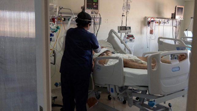 Se reportaron 806 nuevos casos de coronavirus en la provincia, de los cuales 325 son de Rosario