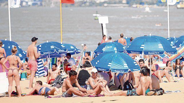 Como en pleno verano. La playa de La Florida estuvo colmada. A las 16 llegó la temperatura máxima: 32