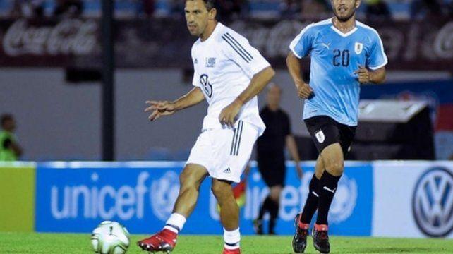 Maxi volvió a cruzar el charco para jugar en la despedida de Diego Forlán