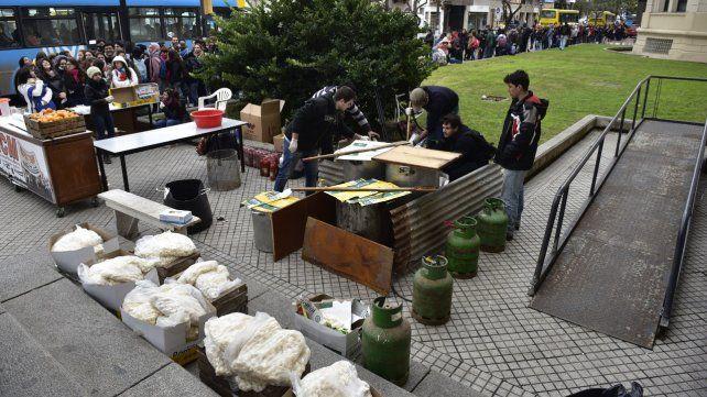 Frente a Medicina. La modalidad de las ñoqueadas ya se utilizó como señal de protesta por parte de los sectores estudiantiles.