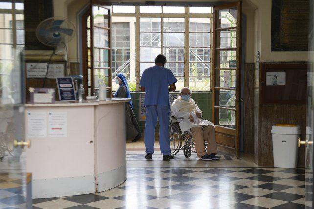 Frente a la segunda ola, los geriátricos restringen visitas
