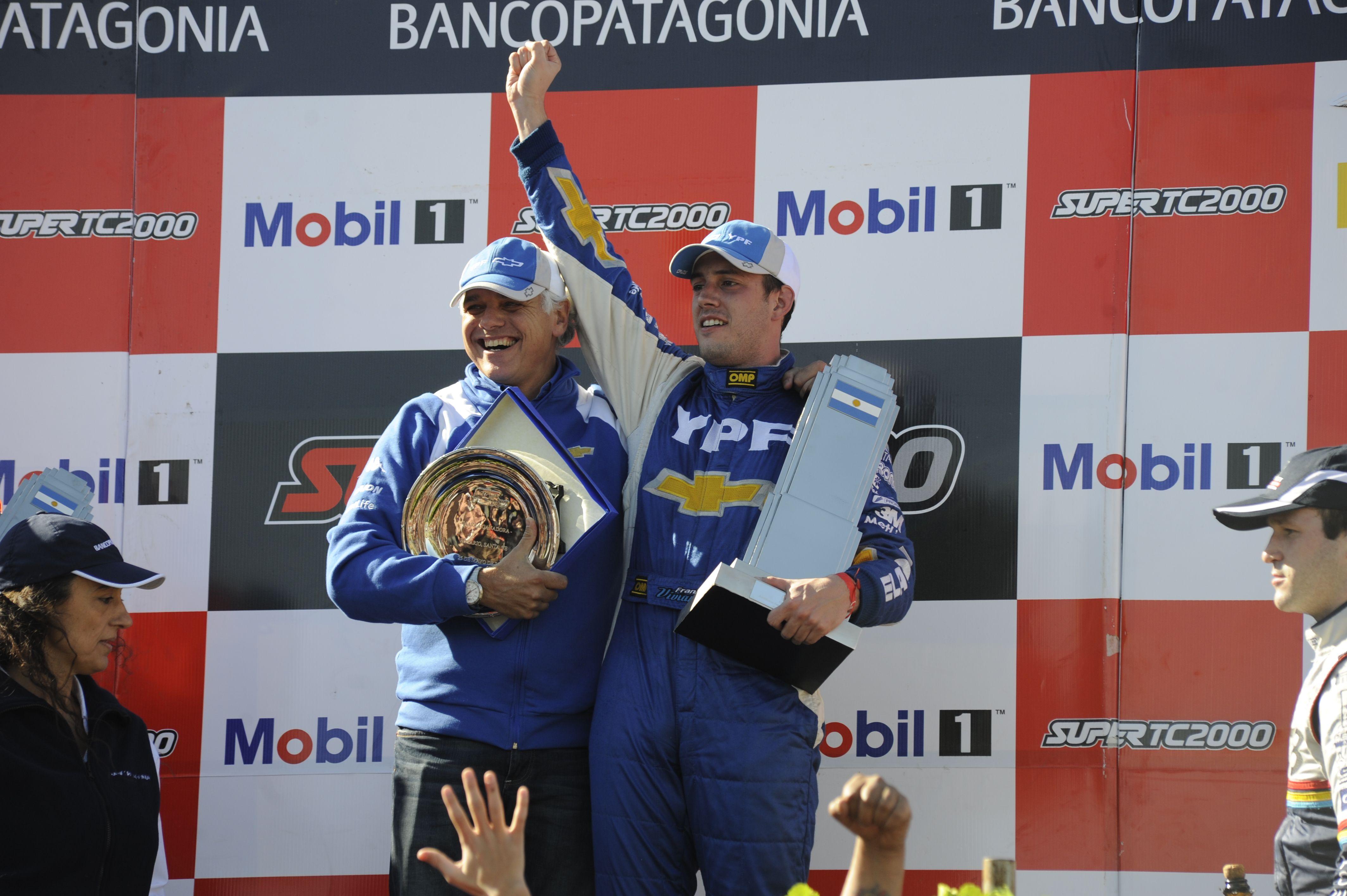 El porteño Franco Vivian logró un triunfo cómodo en la competencia del Súper TC2000 que se desarrolló en el autódromo Juan Manuel Fangio de Rosario.