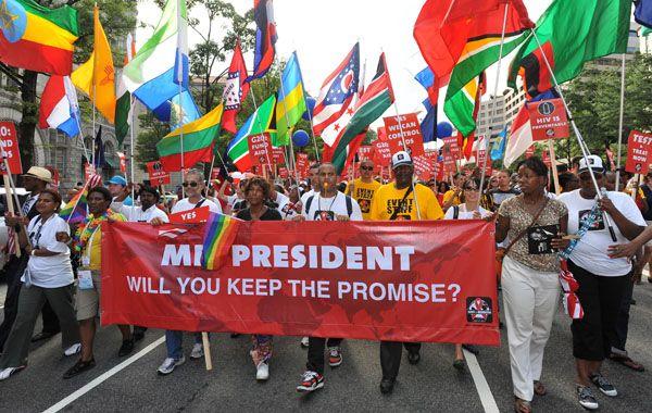 Cientos de manifestantes se reunieron ayer frente a la sede de la conferencia para pedir que no se abandone la lucha contra el VIH.