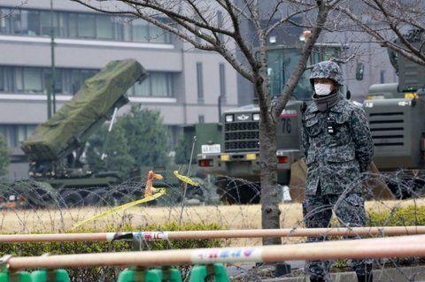Alerta máximo. El gobierno nipón desplegó lanzaderas de misiles Patriot en prevención de ataques.