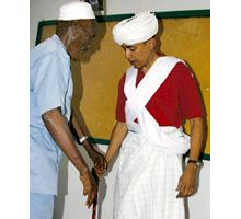 Una foto de Obama vestido con túnica y turbante causa revuelo en internet