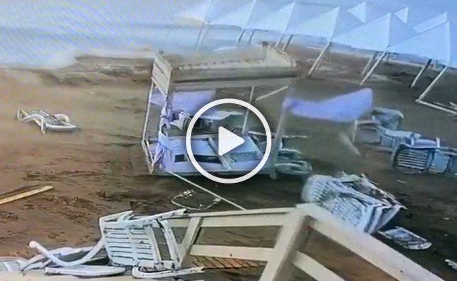 Las imágenes de los destrozos en un balneario de Pinamar por el fuerte temporal.