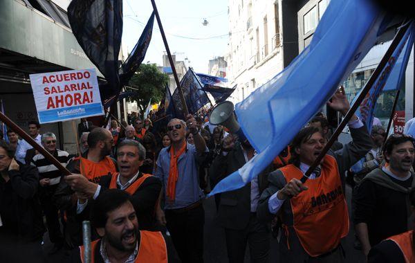 Los bancarios se movilizarán mañana por el centro de Rosario. (Foto de archivo)