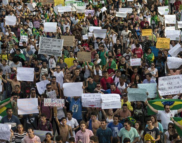 Los manifestantes también se movilizaron hoy en Barra da Tijuca