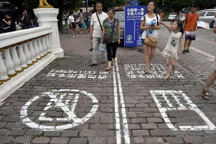 Primer carril lateral para teléfonos en China