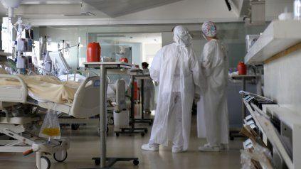 CUIDADOS INTENSIVOS. Unidad de terapia de un sanatorio privado de Rosario. Las camas no sobran.