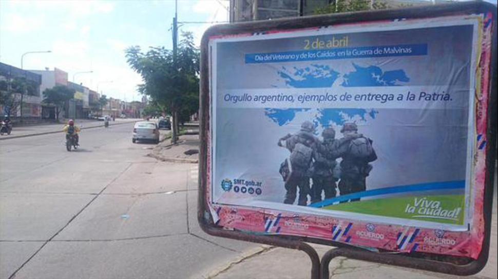 Los polémicos afiches fueron diseñados y distribuidos por la Municipalidad de la ciudad de Tucumán.