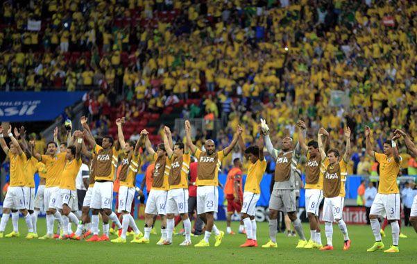 Sin abandonar su esquema táctico de atacar desde el primer segundo y presionando con fuerza por un gol temprano de Neymar