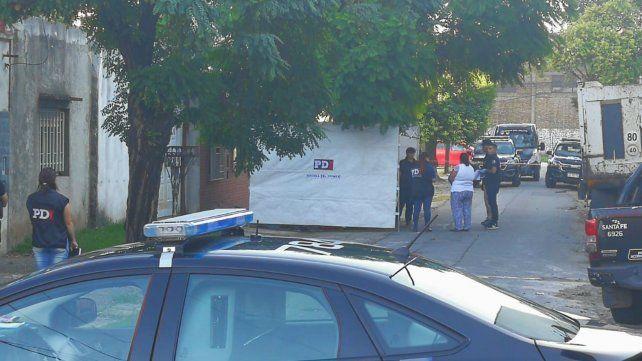 La escena del crimen. La Policía de Investigaciones trabaja en el lugar donde mataron al vecino.