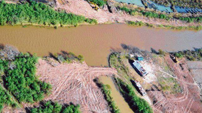 Organizaciones como El Paraná no se Toca y Guardianes de Victoria llevan varios años denunciando el avance en la construcción.