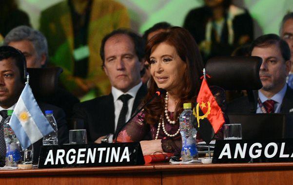 """Oradora. Cristina aseguró en Bolivia que """"el unilateralismo no le conviene ni siquiera a los países que lo ejercen""""."""