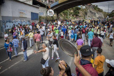 Cacerolazos. Movilizaciones en los barrios populares de Caracas