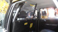 El lunes los peones de taxis llevaron al Concejo coches con mamparas antivandálicas para exigir que se coloquen en todas las unidades.