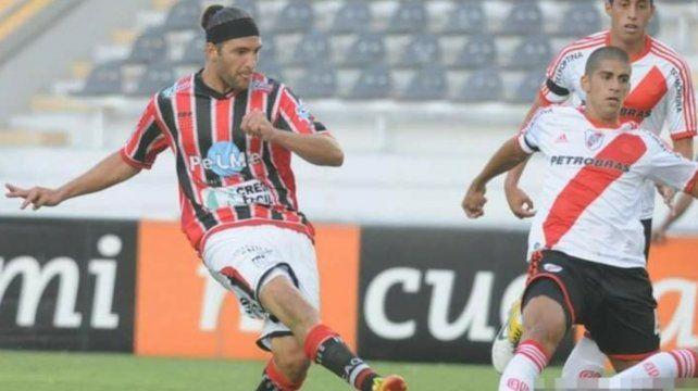 En Chacarita: Juan Manuel Cobelli vistió la camiseta del funebrero en la temporada 2011/12.
