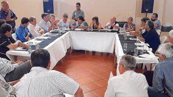 reunión. La comuna citó a todos quienes desarrollan actividades en la zona portuaria.