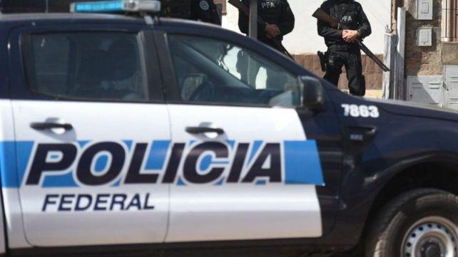 Siete detenidos tras allanar un kiosco dedicado a la venta de drogas en barrio Alvear